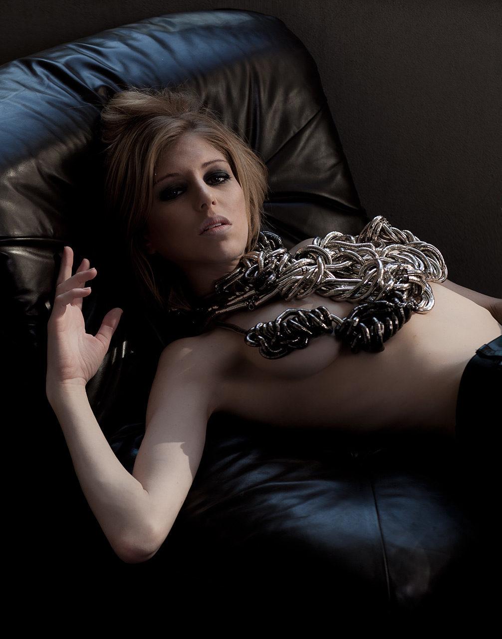 nude-model-sofa-jewelry