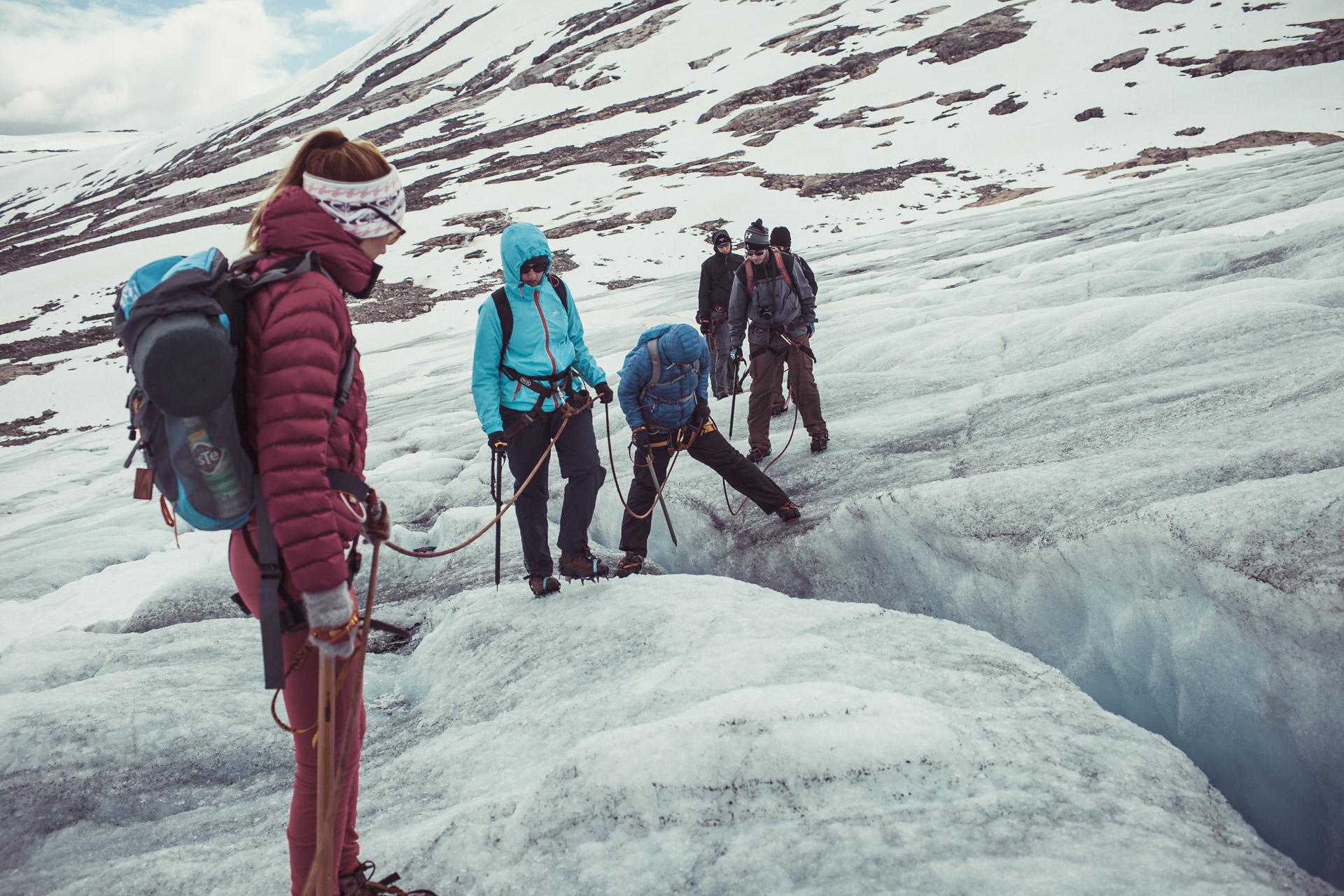 Crossing the cracks of the Norwegian glaciers